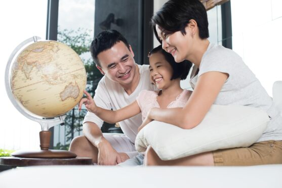 Travelling famlies are homeschooling in Singapore